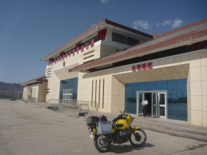 The massive Chinese Customs and Immigration post at Ulagqat in the middle of nowhere – just for me.
