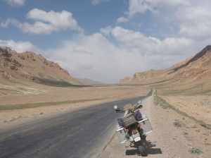 Entering the Alichur Pamir and heading straight for bad weather