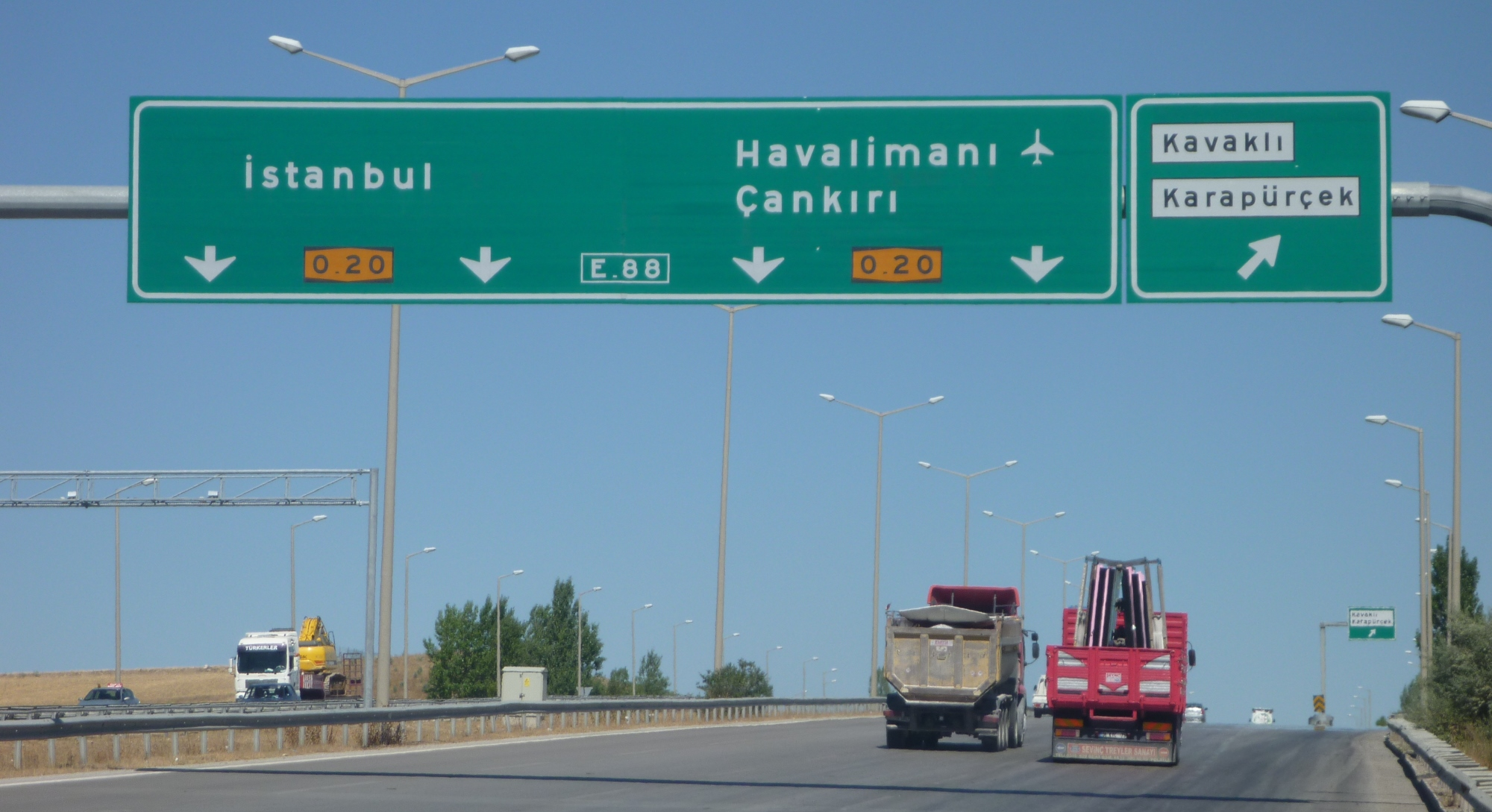 Turkey uses the FHWA typeface.